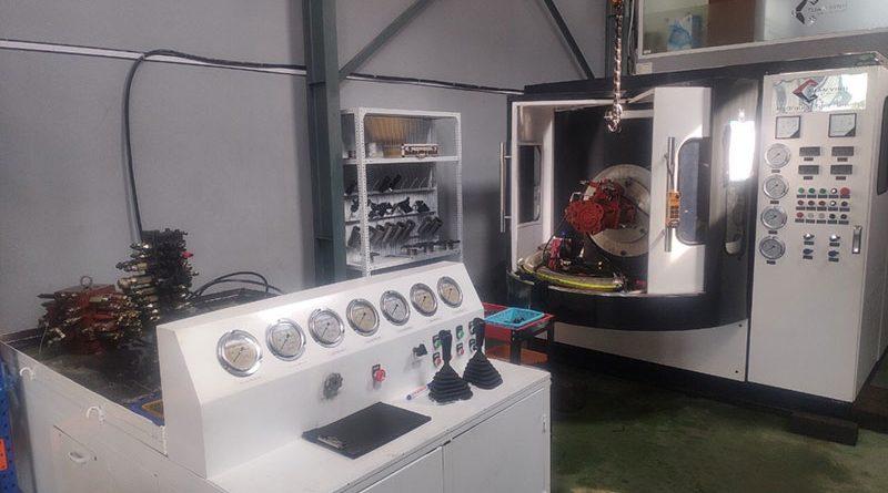 Máy test ngăn kéo thủy lực máy xúc tại xưởng